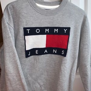 Tommy Jeans gray crewneck UO Exclusive Size M